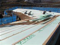 2012/2/6    屋根の断熱材張り作業